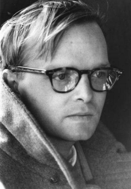 Truman-Capote-with-glasses-and-a-coat-670x1024